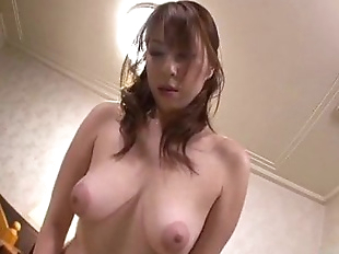 Araki Hitomi sensual woman plays dirty on a big..